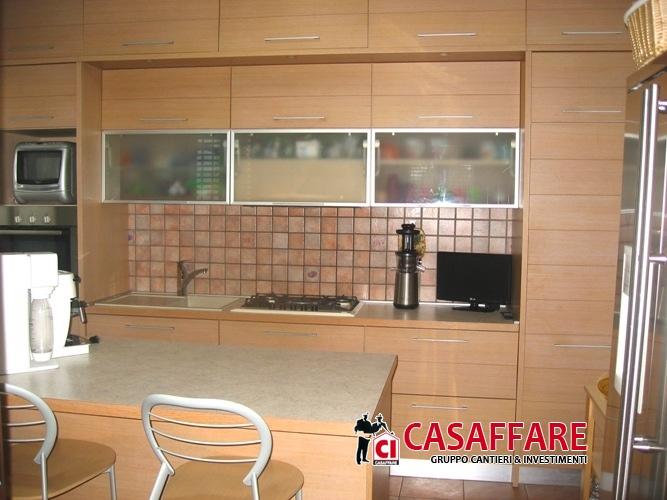 Villa in vendita a Orsenigo, 6 locali, prezzo € 550.000 | Cambio Casa.it