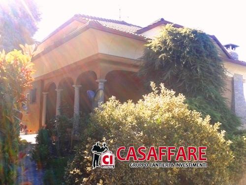 Villa vendita CAPIAGO INTIMIANO (CO) - 6 LOCALI - 310 MQ