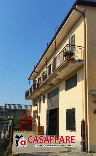Villa in vendita a Molteno, 4 locali, prezzo € 230.000 | Cambio Casa.it