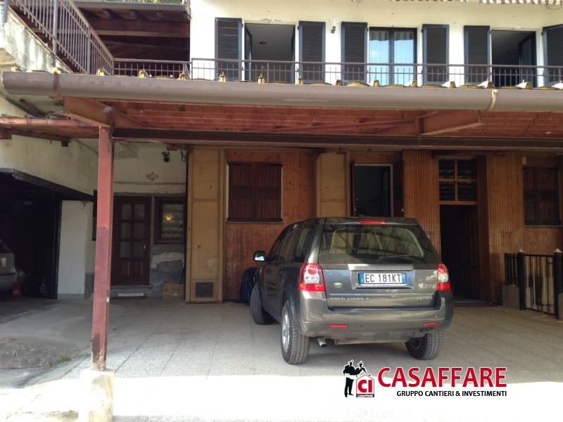Appartamenti in vendita taceno taceno ampio bilocale con for Cabina con avvolgente portico