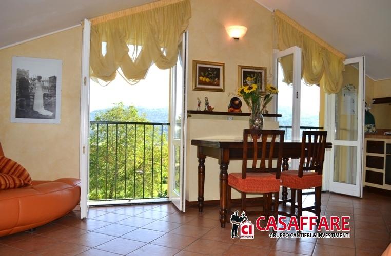 Attico / Mansarda in vendita a Castello di Brianza, 4 locali, prezzo € 170.000 | Cambio Casa.it