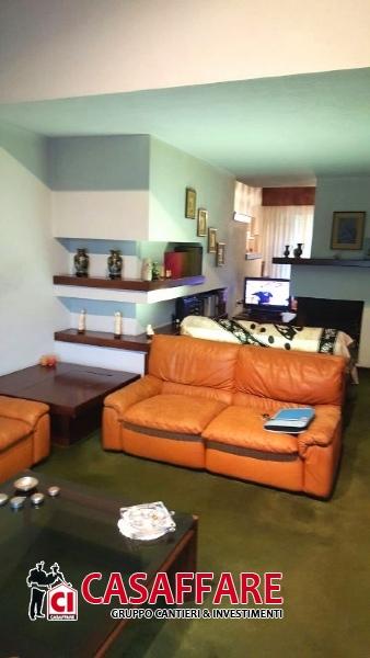 Villa in vendita a Como, 6 locali, prezzo € 395.000 | Cambio Casa.it