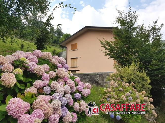 Villa in vendita a Schignano, 6 locali, Trattative riservate | PortaleAgenzieImmobiliari.it