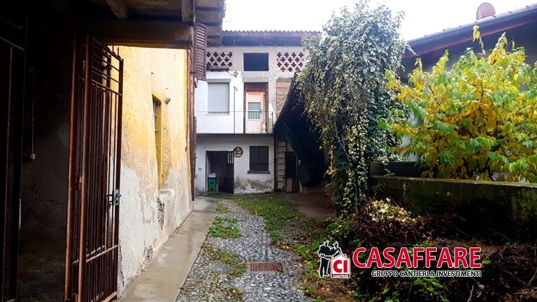 Rustico / Casale in vendita a Pusiano, 7 locali, prezzo € 170.000 | PortaleAgenzieImmobiliari.it